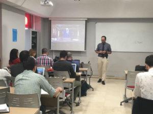 El diputado Antonio Hernando imparte su primera clase en CES Next