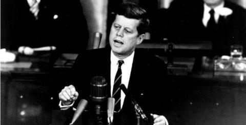 Kennedy pronunció algunas de las frases célebres sobre política más importantes.