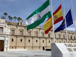 Desde las elecciones hasta la investidura: así ha sido el cambio de legislatura en Andalucía